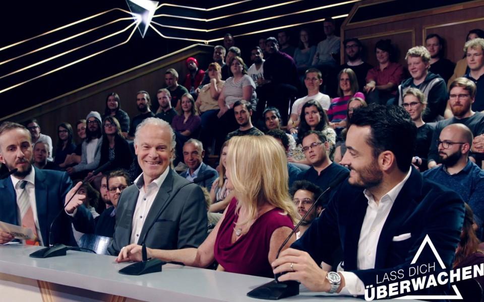 Lass Dich überwachen! Jan Böhmermanns ahnungslose Zuschauer im ZDF-Mittelpunkt.
